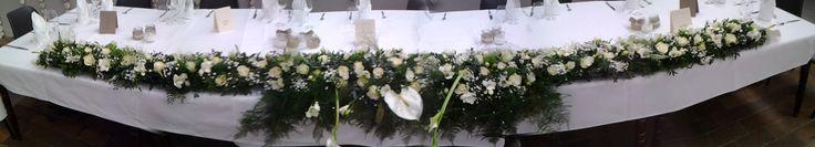 flower arrangement  wedding - 3 meter bloemstuk voor de eretafel Bieke's Creaties: Gertjan & Hannah trouw versiering van de zaal