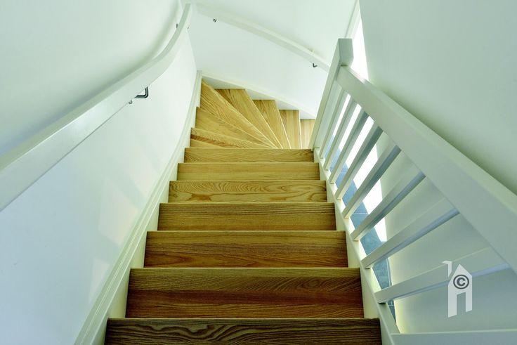 Mooie trap in de Lessenaarswoning.