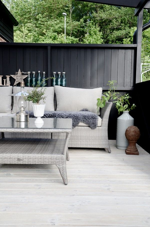 Love, love, love this outdoor entertaining area - love the colour scheme!!!