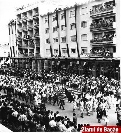 Manifestación por el 23 de agosto en la ciudad de Bacau (años 40)