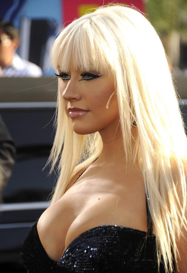 Christina aguilera shown her boobs