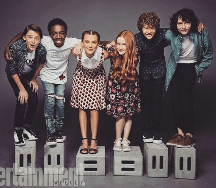 The stranger things kids are so precious and I just wanna protect them from the world<<< Why would you put Finn on the tall stool????!!!