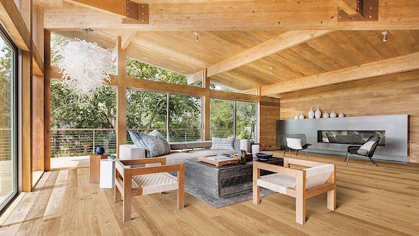 Dubové podlahové palubky se využívají i jako dekorativní obklady stěn a stropů. Mají přirozený vzhled, jsou světlejší, bělené až šedavé.