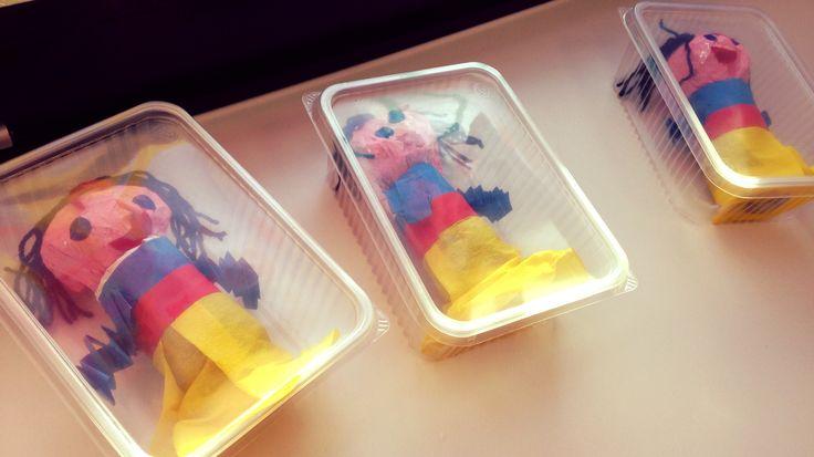 * Sneeuwwitje in de glazen kist...