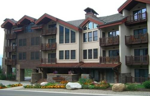 Black Bear Lodge (9 Hunter Hill Road) This Mt.Crested Butte lodge near the base of Crested Butte Mountain features underground parking, heated sidewalks, and an outdoor hot tub with a valley view. Its apartments have balconies and fireplaces. #bestworldhotels #hotel #hotels #travel #us #colorado