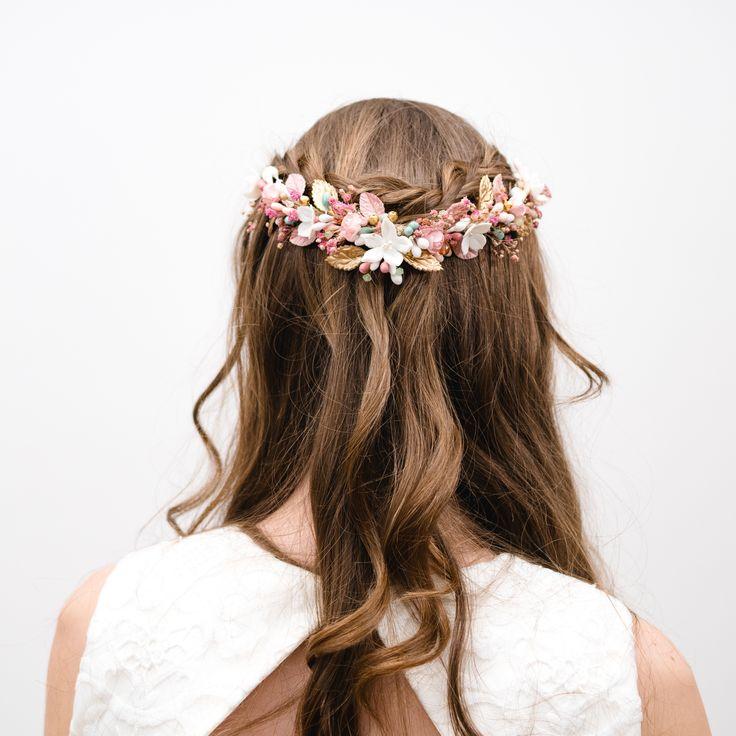 Tocado de flores para novia e invitada Ernesto Terrón
