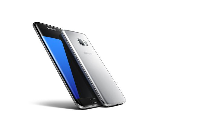 Galaxy S7 and S7 edge lying flat
