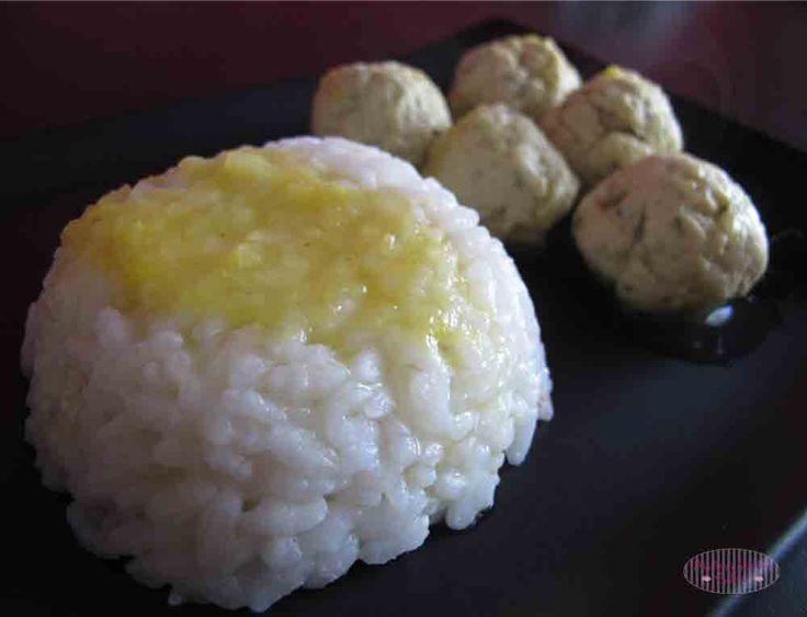 Polpette con Salsa al Curry e Frutta Esotica
