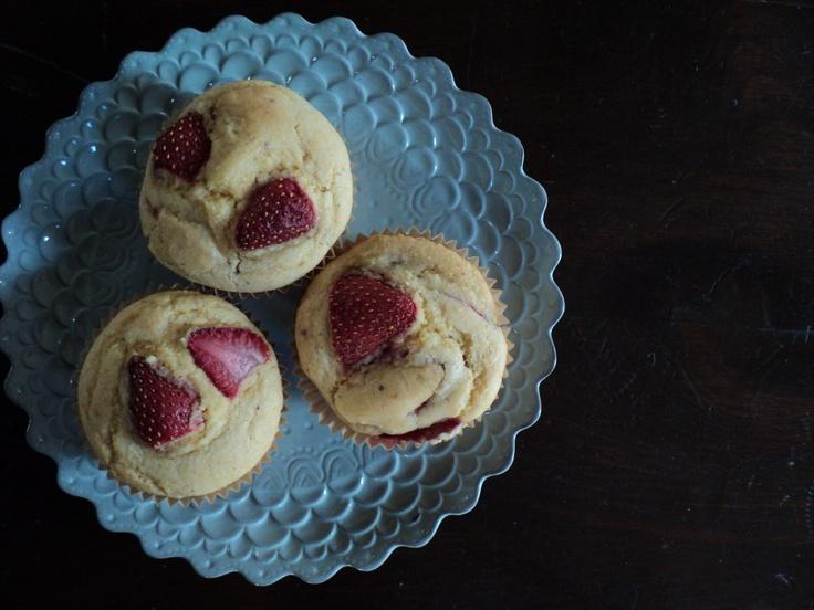 Strawberry corn muffins: Half Baking, Fruit Food, Strawberries Cornbread, Cornbread Muffins, Food Muffins, Food Recipe, Favorite Recipes, Corn Muffins, Fresh Fruit