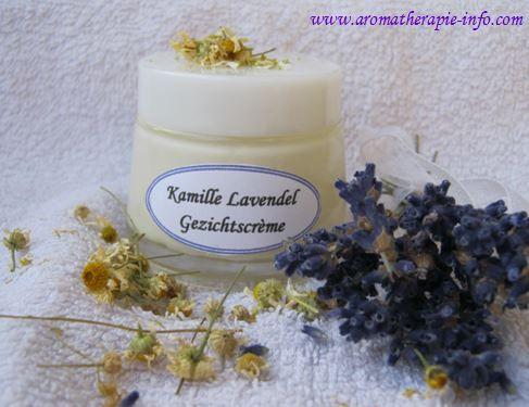 Maak zelf je verzorgende kamille lavendel gezichtscreme.  Zonder schadelijke ingrediënten en puur natuur.