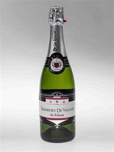 Seigneurs de Vallaise - L'unione di due vitigni importanti Pinot Grigio Chardonnay, danno a questo spumante calore della frutta esotica e corpo intenso. Buona base di freschezza e sapienti note di lieviti ne fanno un prodotto molto gradevole.
