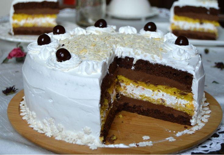 Tort cu frisca, visine si ciocolata