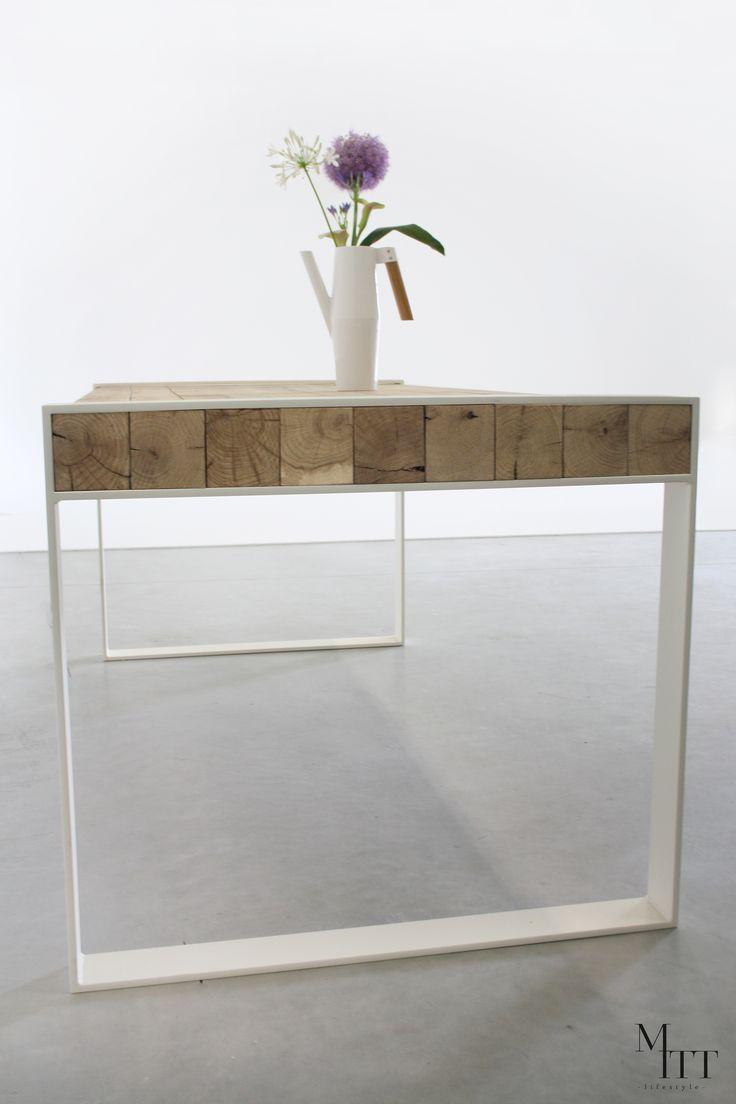 Woodblock table - Mitt lifestyle Tafel - eettafel -eetkamertafel - eiken - table - wit staal - eiken balken - furniture