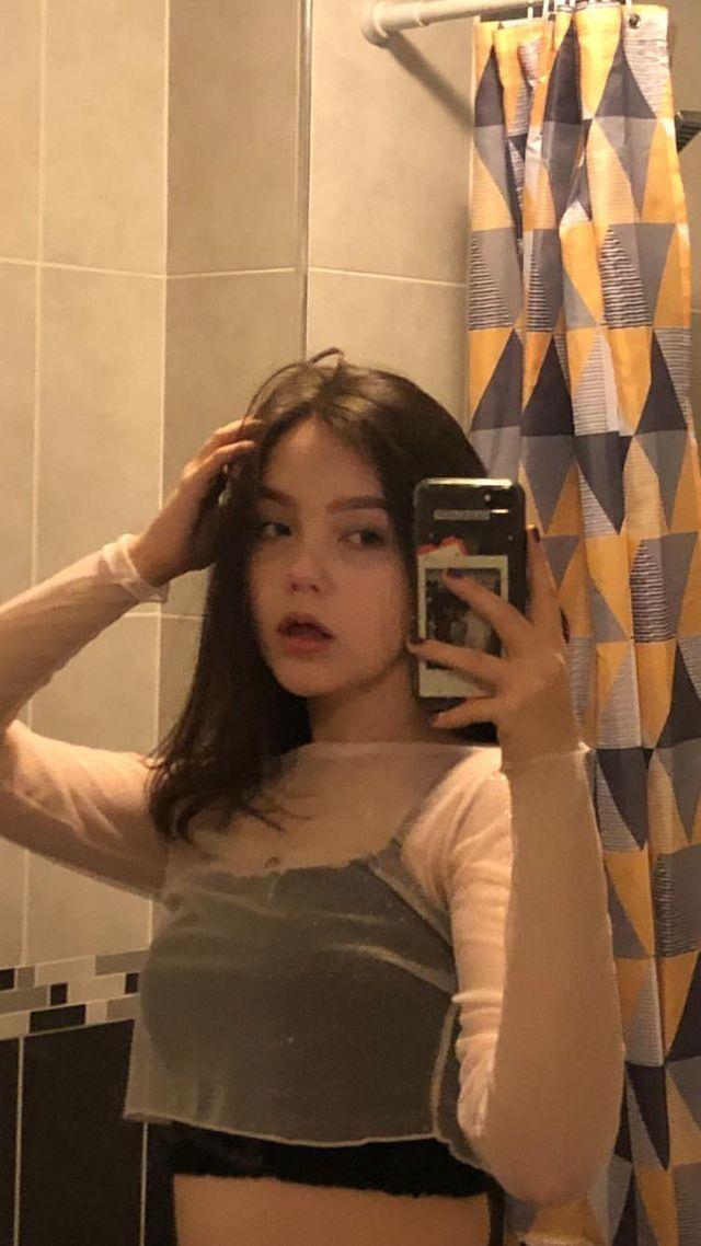 Mirror teen selfies girl 72 Hilariously