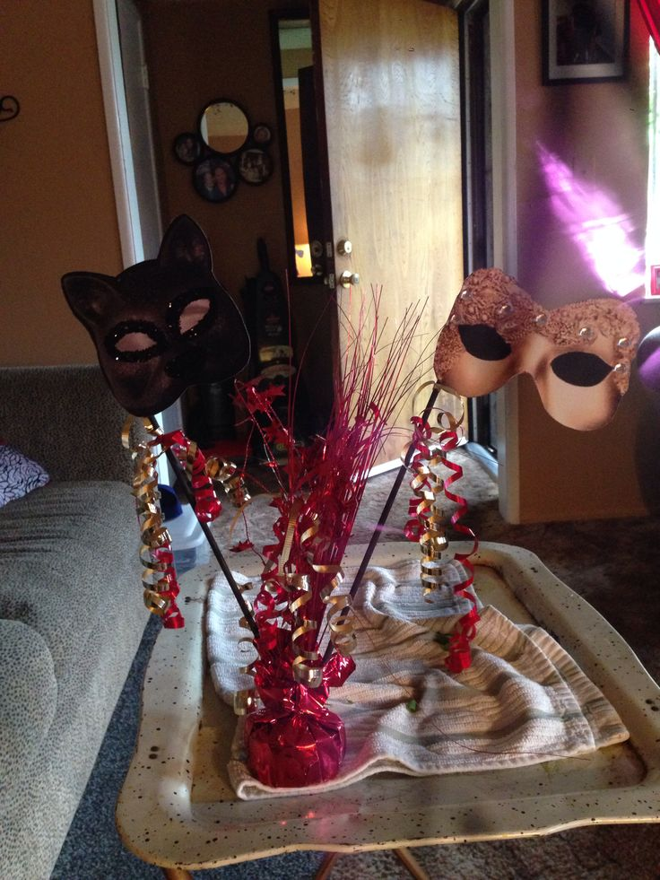 Masquerade party table decorations masquerade pty for 15th birthday party decoration ideas
