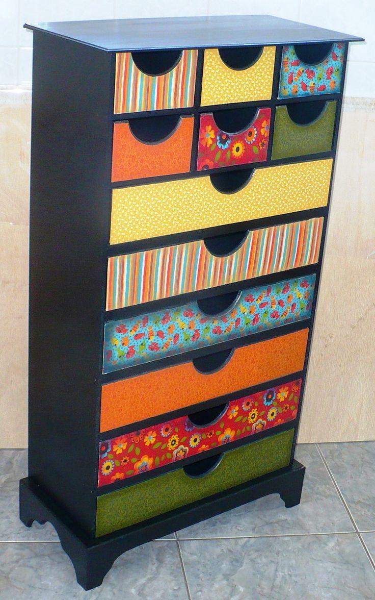 Gaveteiro em mdf pintado, envernizado e decorado com tecido impermeabilizado. Pintura e decoração 100% artesanal.