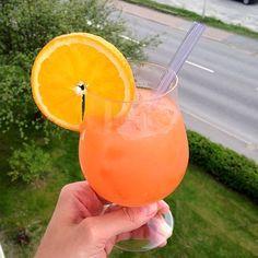 Sex On The Beach drinkrecept på Longdrink.se. Här hittar du en mängd recept på enkla och goda drinkar och cocktails online. Välkommen in!