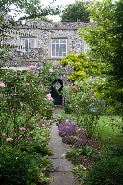 Lewes castle lodge east sussex english garden for Garden design east sussex