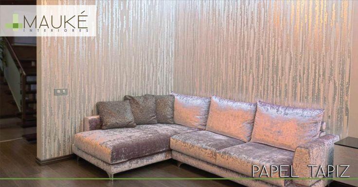 Dale un cambio a tus paredes aplicando un papel tapiz. Le dará personalidad a tu pared sin tener que recurrir al color. Los metálicos son una tendencia fuerte últimamente. Anímate a darle un toque especial a tu casa utilizando un tapiz con acabado metálico.