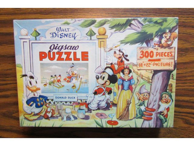 """JAYMAR WALT DISNEY 1950's DONALD DUCK JIGSAW PUZZLE HUEY DEWEY LOUIE ICE HOCKEY This is a vintage Jaymar Walt Disney 300 piece jigsaw puzzle featuring Donald Duck playing ice hockey. The box measures approx. 7"""" by 10"""" and is in very good condition. The puzzle is in very good overall condition and is complete. Use the shipping calculator on the """"Shipping and Payments"""" tab to check postage rates to your location. International customers, contact me for shipping informati..."""