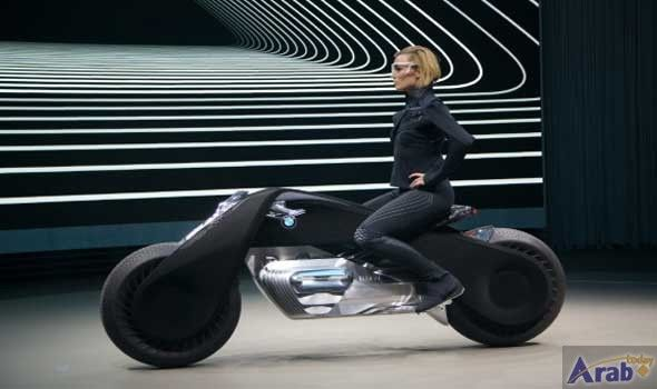 BMW presents its self-balancing motorcycle of the…