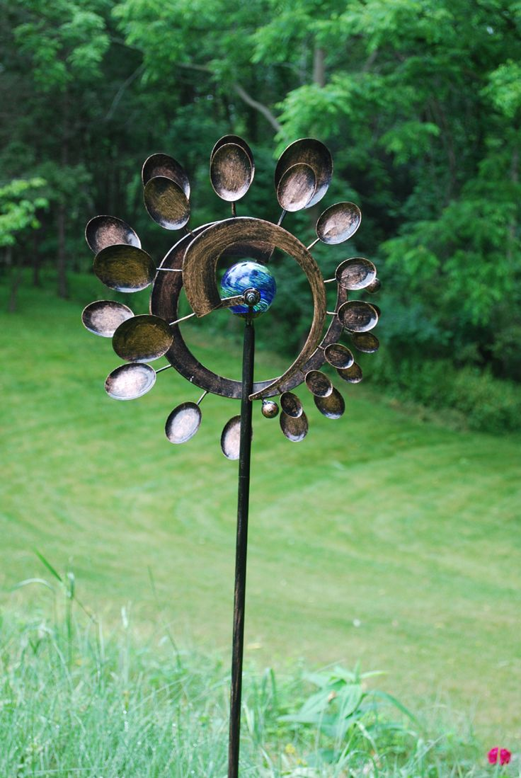 Good Kinetic Garden Art. Pretty Sure I Could Make This :)