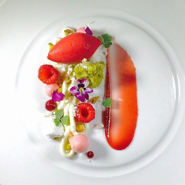 White chocolate yogurt crémeux, raspberry hibiscus sorbet, pistachio sponge cake, raspberry cloud, hibiscus raspberry gel, and yogurt meringue by @bachour1234 #TheArtOfPlating