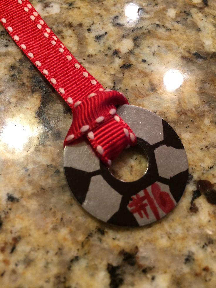DIY soccer keychain! A washer, Sharpies, & ribbon does the trick!