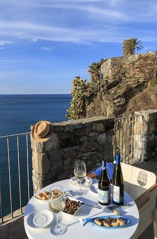 Best Hotel Lodgings in Cinque Terre #luxurydesign #luxuryhotel #hoteldesign luxury holidays, lux travel, boutique hotel design. Visit www.memoir.pt