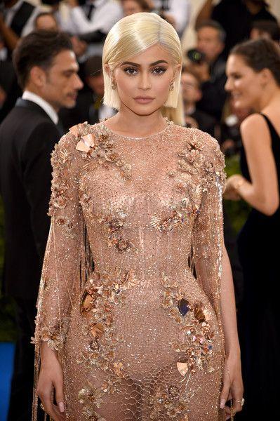 "Keylie Jenner en la pasarela de""Rei Kawakubo Metropolitan"