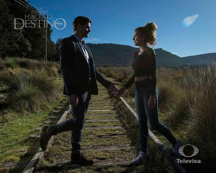 """Paulina Goto y Jorge Aravena vivieron momentos llenos de adrenalina en la telenovela """"Un camino hacia el destino""""."""