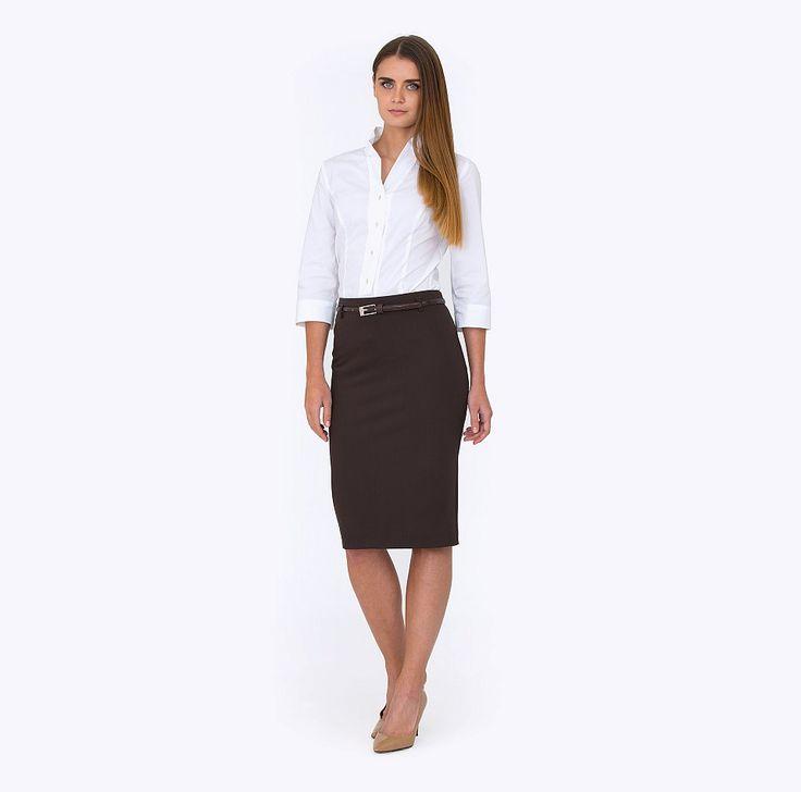 """<p> </p> <div> Классическая юбка-карандаш коричневого цвета. Ткань гладкая, с эффектом эластичности. На поясе есть шлевки, ремешок продается отдельно. Сзади аккуратная шлица.Есть подкладка из полиэстера. Юбка выглядит очень элегантно, благодаря отсутствию лишних деталей. Отличный выбор для офиса. <br> Образ на фотографии дополняет блузка <a href=""""/catalog/bluzki/bluzka_b_2182_vonda/"""">b 2182/vonda....</a></div>"""