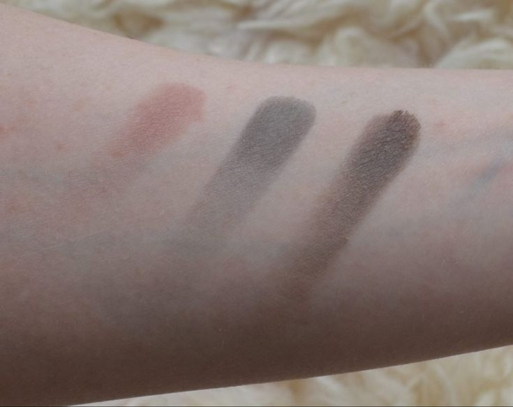 MAC eyeshadow swatches from left to right: Haux, Print, Brun
