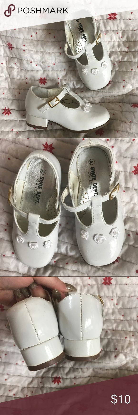 White Size 9 Toddler Dress Shoes Worn, but in good condition. Size 9w in toddlers. White dress shoes for toddlers. Small signs of wear, but no noticeable flaws when worn. Shoe Department Shoes Dress Shoes