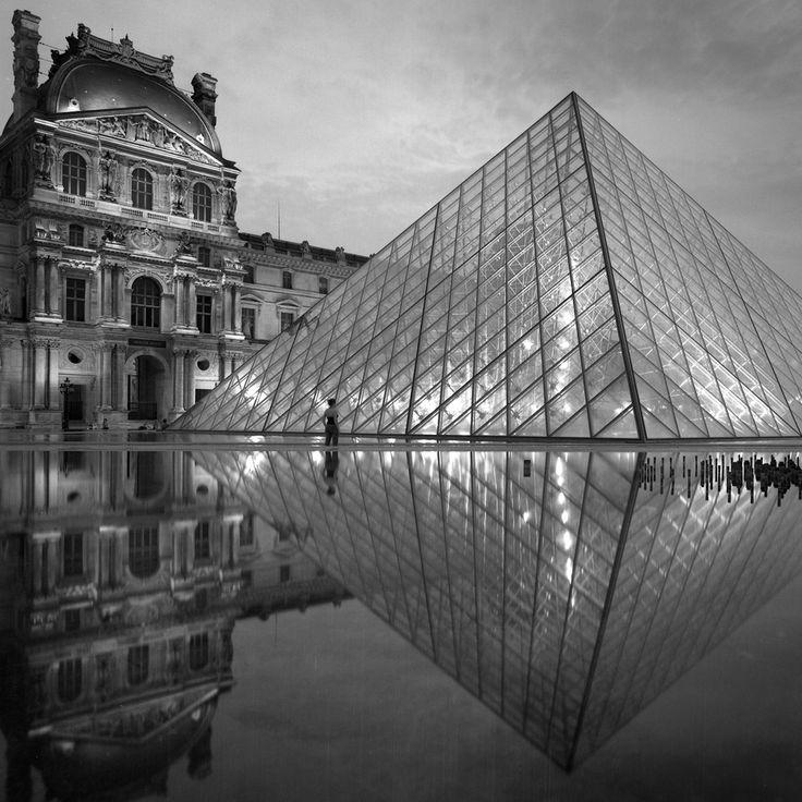 Pyramide du Louvre by architect IM Pei, Paris, 2001. © Eric Sierins photo.