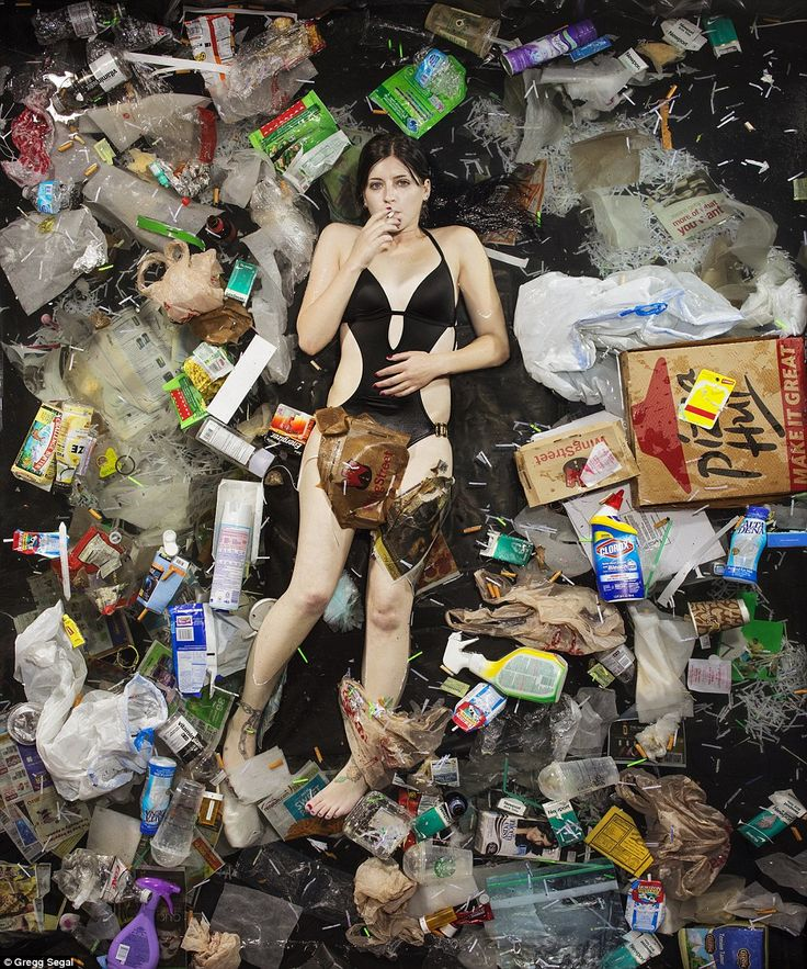meeresstille:7 Days of Garbage by Gregg Segal  These amazing photographs showing people with the waste they have produced within 7 days. Welcome to our throw-away society. Not only the amoung of garbage surronding those people but also the pose they are striking tells us much about society and our dreams linked to consumption.