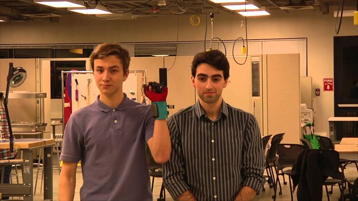 In the United States, two second-year university undergraduates have developed gloves that can translate sign language into text or speech.