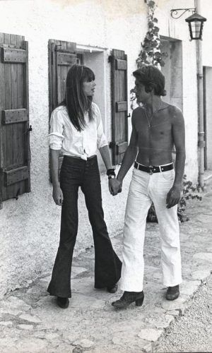 couple From Jane Birkin and Serge Gainsbourg, Johnny Depp and Kate Moss to Carolyn Bessete and John Fitzgerald Kennedy, we look back at the legendary chemistry between these iconic couples. Serge Gainsbourg, Gainsbourg Birkin, Françoise Hardy, Ali Macgraw, Images Vintage, Look Vintage, Vogue Paris, Estilo Jane Birkin, 70s Fashion