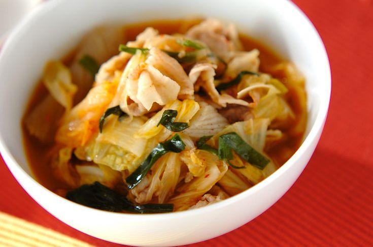 その名の通り、とっても具がたくさん入ったスープです!寒いこの季節…温かいものを食べて身体の中から温まりましょ!具だくさんキムチスープ/保田 美幸のレシピ。[エスニック料理/スープ]2009.02.06公開のレシピです。