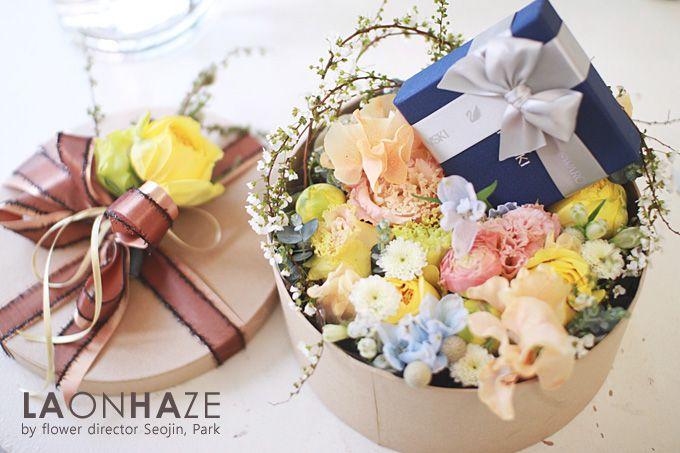 Flower Box  by LAONHAZE flowers  www.laonhaze.com +Instagram. flowerdirector_seojin