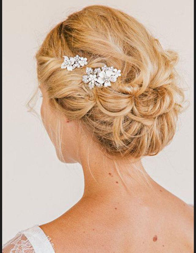 Les 25 meilleures id es de la cat gorie coiffures de mariage sur pinterest l gantes coiffures - Accessoire chignon facile ...