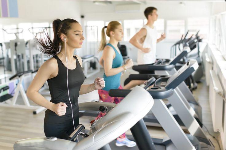 Spor salonuna girdiniz, koşu bandına çıkıp koştunuz, bisiklet üzerinde pedal çevirdiniz, ardından da kardiyo egzersizlerinizi tamamladınız ve ağırlık kaldırdınız. Ziyadesiyle verimli geçen bir spor ve fitness seansının ardından bol bol ter attınız ve kaslarınızı çalıştırdınız. Tüm bu hareketlilik boyunca siz fark etmeseniz de vücut ısınız yükseliyor ve normalin üzerine çıkıyor. Ortalama 1 saatlik bir egzersiz seansı sonrası vücut ısınızın normale dönmesi ise yaklaşık 5 saat alıyor.