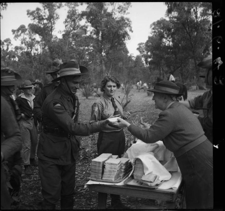 226671PD: Feeding workers, 1942  http://purl.slwa.wa.gov.au/slwa_b2380892_3