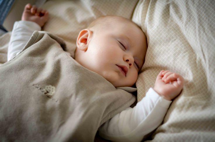 Comment aider bébé à s'endormir? Retrouver les bons conseils tirés du livre un sommeil paisible et sans pleurs d'Elizabeth Pantley pour aider votre bébé