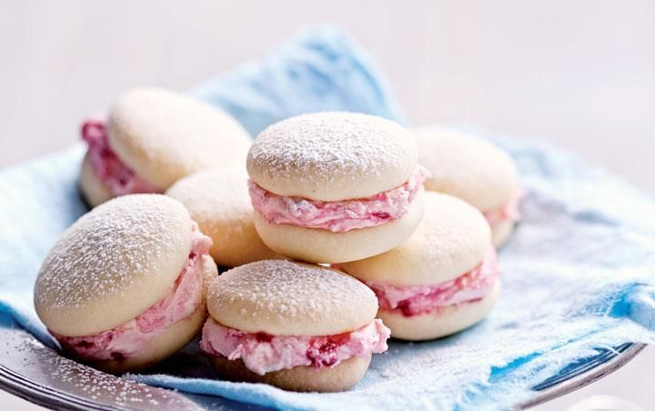 Raspberry-filled melting moments
