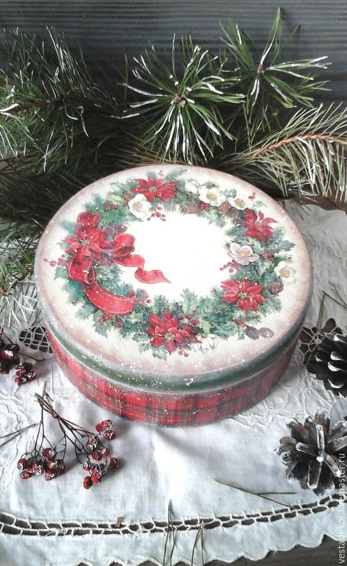 Купить Короб Новогодний венок в  стиле винтаж для сладостей,орехов ,конфет - короб декупаж