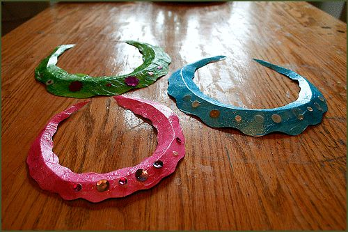Mermaid necklace craft (I'm thinking this could be simplified by using paper plates)