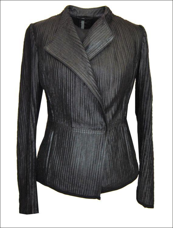 Γυναικείο δερμάτινο ελαστικό σακάκι με strech εφαρμογή Μοντέλο: ALMA Δέρμα: black nappa strech Τιμή: 420€