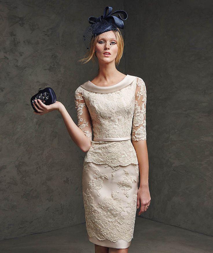 Vestido recto de Pronovias en color neutro y muy elegante