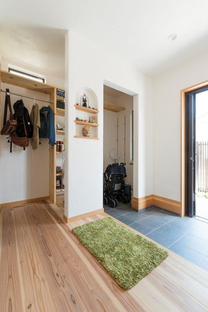 【アイジースタイルハウス】玄関。収納方法が変えられる大容量シューズクロークのある玄関